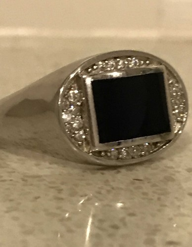 SILVER RING WITH CENTRE STONE size v